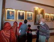 اسلام آباد: ایوان صدر عوام کے لیے کھولے جانے کے بعدشہریوں کی بڑی تعداد ..