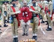 راولپنڈی: صدر پاکستان عارف علوی کیپٹن جنید کی قبر پر پھولوں کی چادر ..