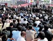 راولپنڈی: عاشورہ کے مرکزی جلوس میں نماز جمعہ کے بعد فوارہ چوک میں عزادار ..