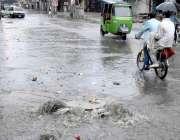 راولپنڈی: جامع مسجد روڈ پر ناقص سیوریج سسٹم کے باعث شدید بارش کے دوران ..