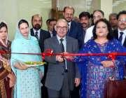 اسلام آباد: وزیر اعظم کے مشیر عرفان صدیقی نیشنل لائبریری میں خواتین ..