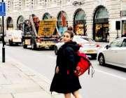 لندن: اداکارہ ثناء کا لندن میں ایک انداز، ثناء ان دنوں لندن میں ملٹی ..