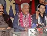 راولپنڈی: نہال ہاشمی اڈیالہ جیل سے رہائی کے بعد میڈیا سے گفتگو کر رہے ..