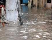 راولپنڈی: منگل کی صبح ہونے والی بارش کے بعد ڈھوک کھبہ بارش کے جمع پانی ..