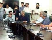 لاہور: وزیر صنعت و تجارت میاں اسلم اقبال سول سیکرٹریٹ میں وینین کونسلز ..