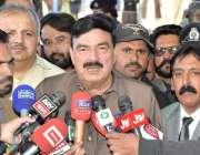کوئٹہ: وفاقی وزیر ریلوے شیخ رشید احمد کوئٹہ ریولے اسٹیشن کے دورے کے ..
