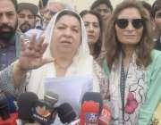 لاہور: تحریک انصاف کی حلقہ این اے125سے نامزد امیدوار یاسمین راشد جی پی ..
