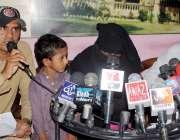 حیدر آباد: مٹیاری کی رہائشی خاتون شاہین اور دیگر پولیس کے اے ایس آئی ..