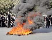 لاہور: علاقائی بنچز کے قیام کے لئے احتجاج کرنے والے وکلاء نے مال روڈ ..