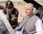 پشاور: وزیراعلیٰ خیبر پختونخوا محمد خان کو یوم دفاع کے موقع پر منعقدہ ..