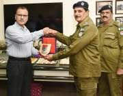 لاہور: انسپکٹر جنرل پولیس پنجاب محمد طاہر سنٹر پولیس آفس میں ریٹائر ..