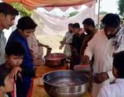 اٹک: شین باغ گاؤں میں میں عزاداروں کو پانی فراہم کرنے کے لیے سبیل لگا ..