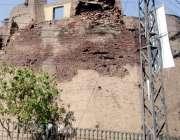 لاہور: شاہی قلعہ کی خستہ حالی کا شکار دیوار متعلقہ محکمے کی توجہ کی ..