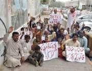 کراچی: کراچی پریس کلب کے سامنے نور خان گوٹھ کے رہائشی ہاجرہ کی بازیابی ..