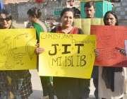 لاہور: مسیحی افراد اپنے مطالبات کے حق میں احتجاج کر رہے ہیں۔