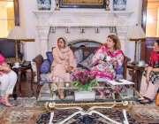 لاہور: گورنر پنجاب کی اہلیہ بیگم پروین سرور سے تحریک انصاف کی اراکین ..