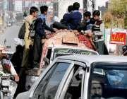 راولپنڈی: ٹریفک پولیس کی نا اہلی، اڈیالہ روڈ طلبہ خطرناک انداز سے سفر ..