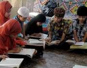 راولپنڈی: رمضان المبارک کے بابرکت ماہ میں بچے قرآن کی تلاوت کر رہے ہیں۔