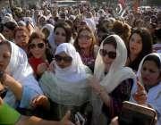 کراچی: خواتین کے عالمی دن کے موقع پر سندھ اسمبلی سے نکالی جانے والے ..