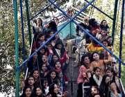 اسلام آباد: اسلام آبادماڈل کالج کی طالبات سالانہ فن فیئر کے موقع پر ..