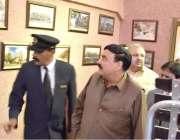 کوئٹہ: وفاقی وزیر ریلوے شیخ رشید احمد کوئٹہ ریلوے اسٹیشن کے دورے کے ..