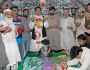 راولپنڈی: دربار شاہ چن چراغ کے سالانہ عرس کے موقع پر گدی نشین سید اعتبار ..