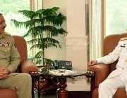 اسلام آباد: چیف آف دی نیول سٹاف ایڈمرل ظفر محمود عباسی اور چیئرمین جائنٹ ..