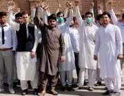 پشاور: گلوبل ڈگری کالج کے طلبہ کالج انتظامیہ کے خلاف پریس کلب کے سامنے ..