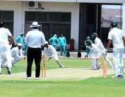 ملتان: قائداعظم ٹرافی گریڈII کے دوران کراچی ریجن اور ملتان ریجن کی ٹیموں ..