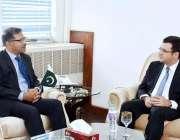 اسلام آباد: نگران وفاقی وزیر سید علی ظفر سے کین یولڈس ملاقات کر رہے ..