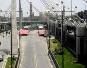 لاہور: شہر میں سکیورٹی خدشات کے پیش نظر میٹروبس سروس معطل ہونے کے باعث ..