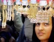 راولپنڈی: عید کی تیاریوں میں مصروف خواتین موتی بازار سے جیولری خرید ..