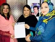 کراچی: پی ٹی آئی وومن ونگ کراچی کی کی صدر صائمہ ندیم گزری میں خواتین ..