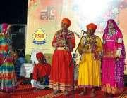 بہاولپور: جشن بہاراں کے موقع پر منعقدہ فیسٹیول میں شریک آرٹسٹ اپنے ..