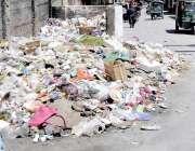 کوئٹہ: علمدار روڈ پر یزدان خان سکول کے قریب پڑا کچرا انتطامیہ کا منہ ..
