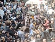 لاہور: عاشورہ کا مرکزی جلوس اپنے روایتی راستے پر گامزن ہے۔