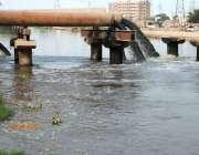 ملتان: سیوریج کا پانی نہر میں ڈالا گیا ہے جو وبائی آلودگی کا سبب بن رہاہے۔