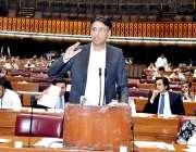 اسلام آباد: وفاقی وزیر خزانہ اسد عمر قومی اسمبلی میں ضمی مالیاتی (ترمیم) ..