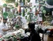 لاہور:اردو بازار میں خواتین یوم آزادی کی مناسبت سے خریداری کر رہی ہیں۔