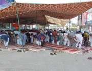 فیصل آباد:روزہ دار رمضان المبارک کے چوتھے جمعتہ المبارک کی نمازادا ..
