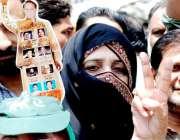 لاہور: مسلم لیگ (ن) کے قائد محمد نواز شریف اور مریم نواز کے استقبال کرنے ..