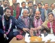 راولپنڈی: نہال ہاشمی رہائی کے بعد چوہدری تنویر کے گھر اپنی سالگرہ کا ..