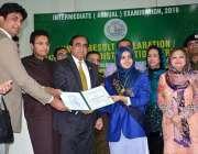 فیصل آباد: ڈویژنل کمشنر آصف اقبال اور ایم این اے فرخ حبیب کا انٹرمیڈیٹ ..