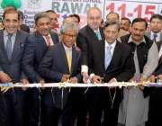 راولپنڈی: وزیر تجارت پرویز ملک راول ایکسپو کا افتتاح کر رہے ہیں۔