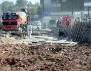 اسلام آباد: مزدور کھنہ پل سگنل فری ایکسپریس وے کے تعمیراتی کا م میں ..
