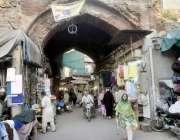 لاہور: مسجد وزیر خان کی طرف جانیوالا راستہ خستہ حالی کا شکار ہے۔
