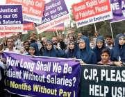 لاہور: نجی ائیر لائن کے ملازمین اپنے مطالبات کے حق میں احتجاج کر رہے ..