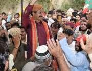 کراچی: پی ٹی آئی کے رہنما حلیم عادل شیخ پی اایس99پر کامیابی کے حلقہ کے ..