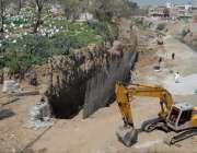 راولپنڈی: پیر ودھائی روڈ نالہ لئی میں قبرستان کی حفاظتی دیوار بنائی ..