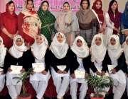 راولپنڈی: وقارالنساء کالج برائے خواتین میں محفل نعت کے موقع پر طالبات ..
